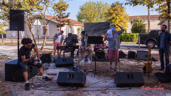 Finale du concours de cri, sation vélo de Créon. Festival Ouvre la voix, organisation Rock School Barbey, samedi 4 septembre 2021. Photographie © Christian Coulais