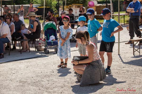 """""""Dessinatrice portraitiste, aux enfants curieux"""", Festival JAZZ360, Quinsac, 11/06/2017"""