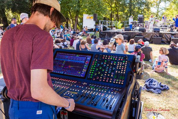 Concert Frànçois and the atlas moutains, château de Latresne. Festival Ouvre la voix, dimanche 5 septembre 2021. Photographie © Christian Coulais