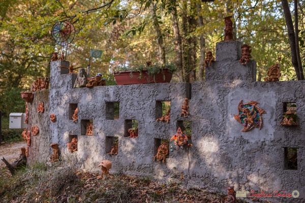 3 Le petit peuple des forêts, est ici représenté (elfes, fées, trolls, lutins). Chemin de Peybotte, Lignan-de-Bordeaux. 17/10/2017