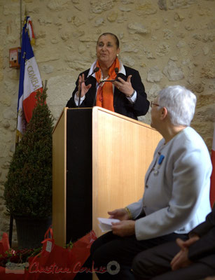 Martine Faure, toujours sans note, complimente le tracé de Suzette Grel, Chevalière de l'Ordre national du Mérite. 7 février 2015, le Pout