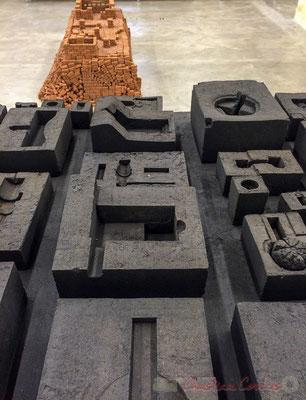 83 maquettes moulées en goudron, 15 000 petites briques. Studio Mumbai / arc en rêve Bordeaux