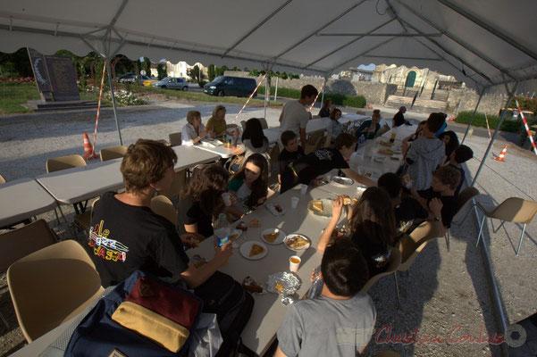 Festival JAZZ360 2015, le Big Band Jazz du Collège de Monségur se restaure. Alllées des écoliers, Cénac, 12 juin 2015