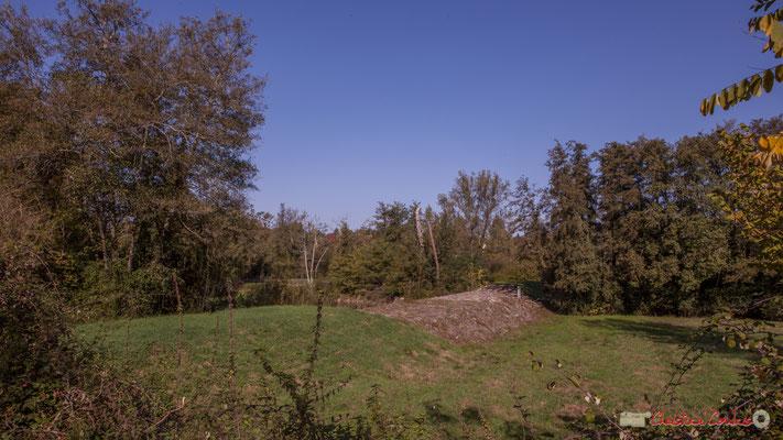 Bassin de rétention  de la Pimpine. Sa construction à obliger de démolir un moulin à eau sur le Rauzé, son affluent. Avenue de Latresne, Cénac, Gironde. 16/10/2017