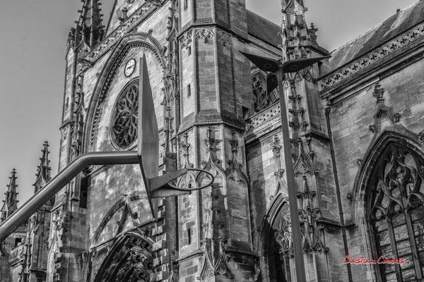 """""""Stainless steel art"""" fin XXème siècle. Quartier Saint-Michel, Bordeaux. Mercredi 24 juin 2020. Photographie © Christian Coulais"""