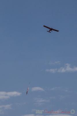 Publicité aérienne tractée par un avion. Jetée de la Garenne, Saint-Gilles-Croix-de-Vie, Vendée, Pays de la Loire