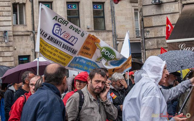 """""""Agir avec la CAVAM, Allo Amiante Bordeaux"""". Coordination des Associations de Victimes de l'Amiante et des Maladies professionnelles. Manifestation contre la réforme du code du travail. Place Gambetta, Bordeaux, 12/09/2017"""