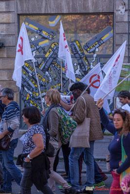 """""""Demandez le journal l'Insoumission"""". Manifestation intersyndicale de la Fonction publique, place Gambetta, Bordeaux. 10/10/2017"""