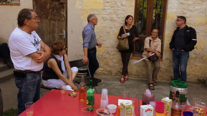 Réunion de travail avec les Insoumis-es, distribution du matériel de campagne, mise en place des prochains RDV, 12ème circonscription de la Gironde. 16/05/2017, Langoiran