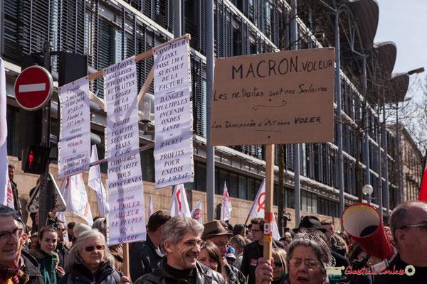 """""""Macron voleur; Les retraites sont nos salaires. Les diminuer, c'est nous voler"""" Manifestation intersyndicale de la Fonction publique/cheminots/retraités/étudiants, cours d'Albert, Bordeaux. 22/03/2018"""