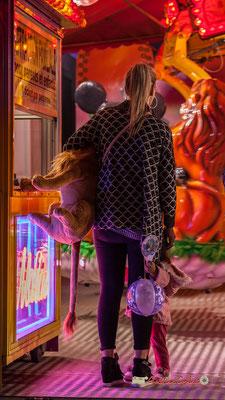 """""""Maman, je veux rentrer"""" Au fil des allées de la Foire aux plaisirs. Bordeaux, mercredi 17 octobre 2018. Reproduction interdite - Tous droits réservés © Christian Coulais"""