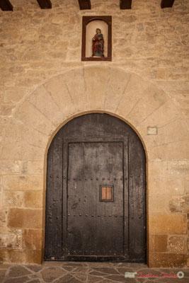 Porte d'entrée de la mairie de Lumbier / Puerta del municipio de Lumbier. Lumbier, Navarra