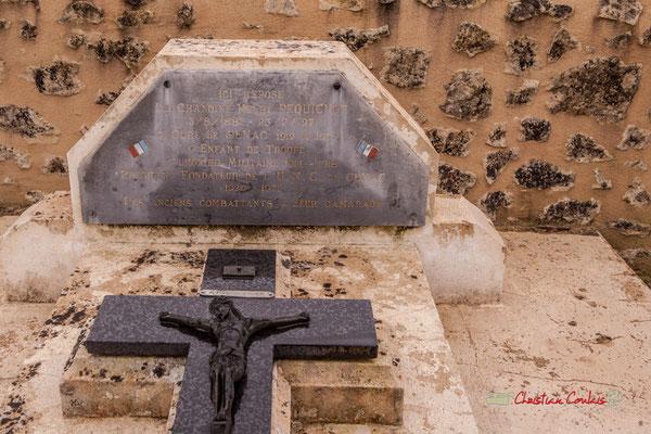 Tombe de l'Abbé Henry Péquignot, fondateur de l'Union Nationale des Anciens Combattants, section de Cénac le 26 juillet 1931. Hommages et commémoration de l'Armistice du 11 novembre 1918 à Cénac, ce lundi 11 novembre 2019.
