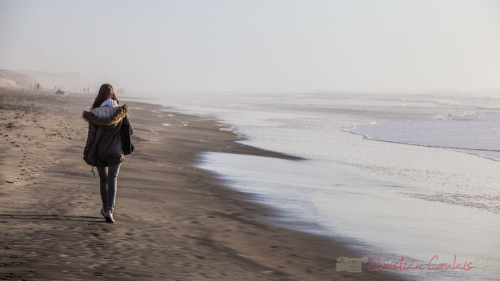 """""""Presque seule au monde"""". Biscarrosse océan, plage du Vivier, Landes. 21 février 2016"""