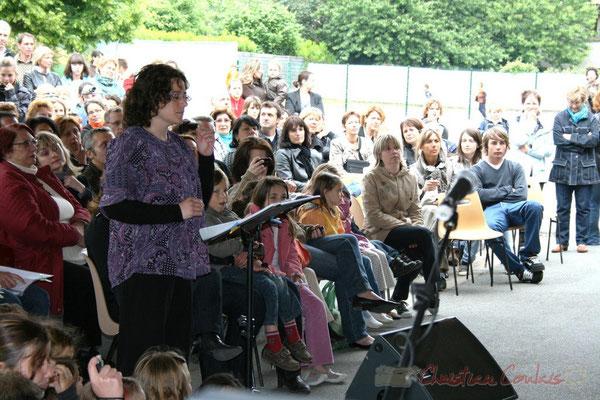 Enseignante de Cénac, cheffe de cœure de la chorale jazz des écoles de la CDC des Portes de l'Entre-Deux-Mers. Festival JAZZ360 2010, Cénac. 12/05/2010