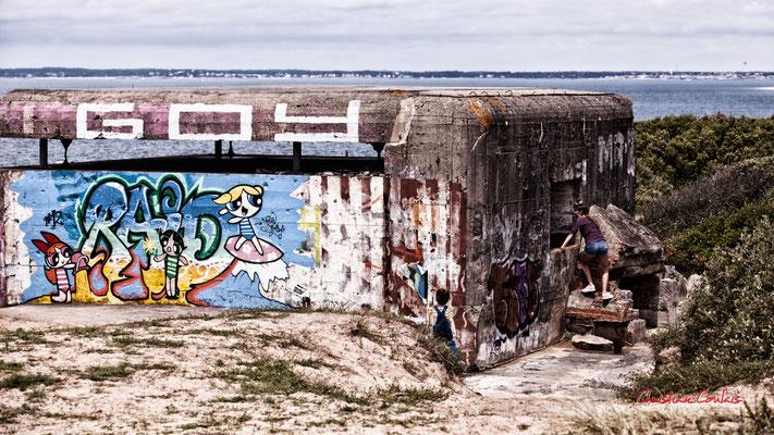 """""""Visiteuse"""" Bunker, batterie des Arros, mur de l'Atlantique, Soulac-sur-Mer. Samedi 3 juillet 2021. Photographie © Christian Coulais"""