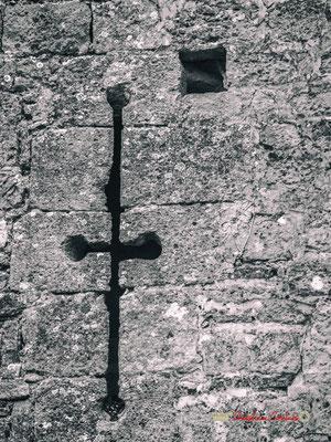 """""""Meutre hier"""" Maison-forte de Tardes. Cité médiévale de Saint-Macaire. 28/09/2019. Photographie © Christian Coulaismédiévale de Saint-Macaire. 28/09/2019. Photographie © Christian Coulais"""