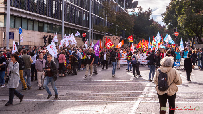 11h59, le cortège est en route. Manifestation intersyndicale de la Fonction publique, cours d'Albert, Bordeaux. 10/10/2017