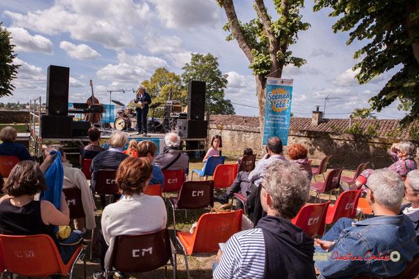 Festival JAZZ360 2019; Présentation de la matinée, place de l'église Sainte-Eulalie à Camblanes-et-Meynac. Samedi 8 juin 2019