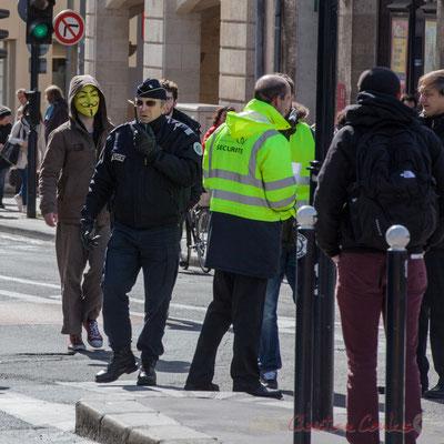 14h20, anonymous, commandant de police et agents de sécurité Trans'Cub sur le pied de guerre