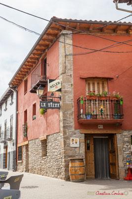 """""""La Tieta"""", bar, Plaza Mayor, Lumbier, Navarra"""