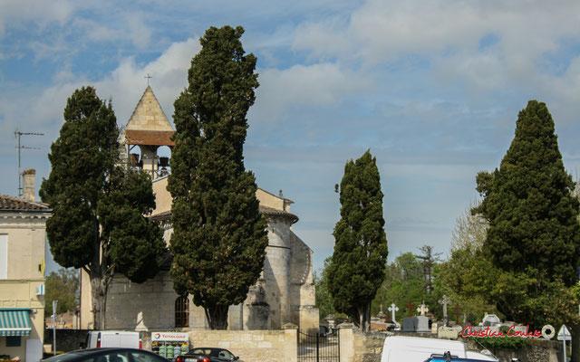 L'église Saint-André, à Cénac, tourne le dos au nouveau village, entouré de son mur clos, son cimetière et ses cyprès séculaires. 14/04/2009