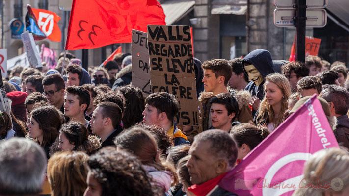 14h23, le mouvement étudiant est en marche pour plusieurs semaines, à priori. Place Gambetta