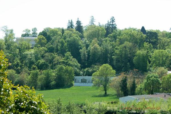 Depuis l'avenue de la Libération, parc, château et site de l'Aérocampus Aquitaine, Latresne