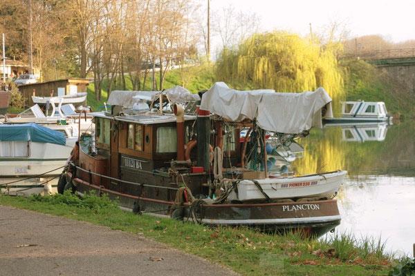 Halte à la bastide de Damazan. Canal latéral à la Garonne