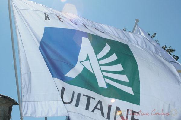 Inauguration de l'Aérocampus Aquitaine, drapeau de la Région Aquitaine. Latresne