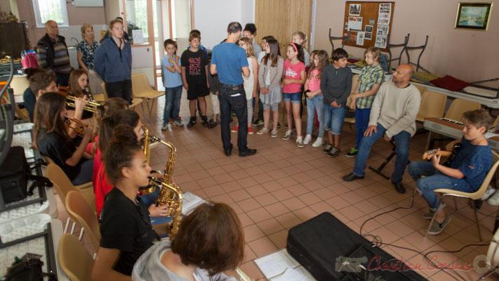 Répétition entre la Chorale jazz de l'école primaire de Le Tourne et le Big Band Jazz du collège de Monségur. Maison des anciens, Cénac, 10/06/2016