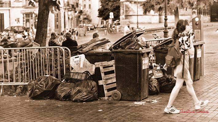 """2/5 """"éboueur : un métier indispensable comme aide-soignante et caissière"""" Quartier Saint-Michel, Bordeaux. Mercredi 24 juin 2020. Photographie © Christian Coulais"""