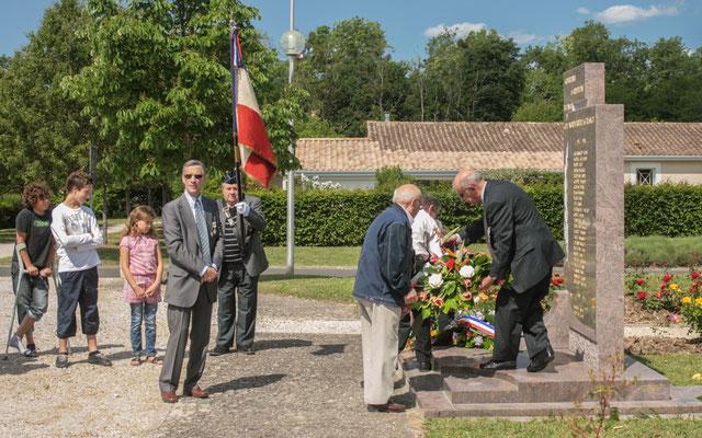 Gérard Pointet, Président des Anciens Combattants. Hommages et commémoration de l'Armistice du 8 mai 1945 à Cénac, ce dimanche 8 mai 2011.
