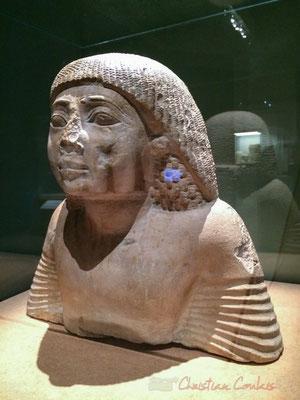 Buste de fonctionnaire memphite. Calcaire. Probablement Saqqara. Nouvel empire; XIXème dynastie; règne de Ramsès II (1279 -1213 av. J.-C.) Musée d'Archéologie méditérannéene,  Marseille. Les cartouches inscrits sur les épaules sont ceux de Ramsès II