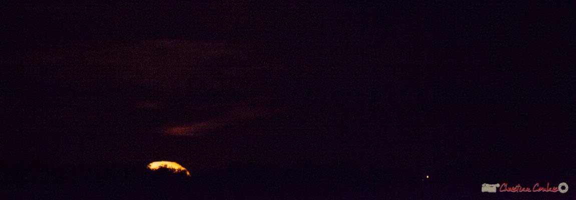 20h26. Lever de lune sur Cénac. 06/10/2017