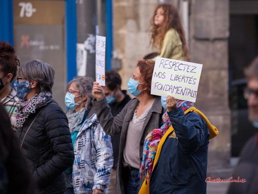 """""""Respectez nos libertés fondamentales"""" Manifestation contre la loi Sécurité globale. Samedi 28 novembre 2020, cours Victor Hugo, Bordeaux. Photographie © Christian Coulais"""