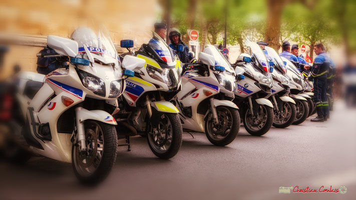 9h59 Les forces de l'ordre sont présentes et paraissement peu nombreuses. Cours d'Albret, Bordeaux. 01/05/2018