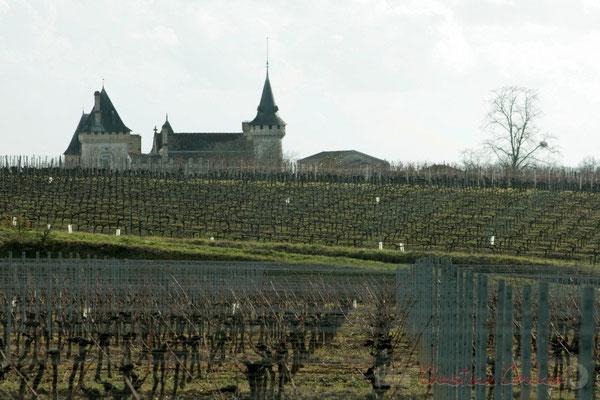 En approche du Château de Carignan. Carignan-de-Bordeaux