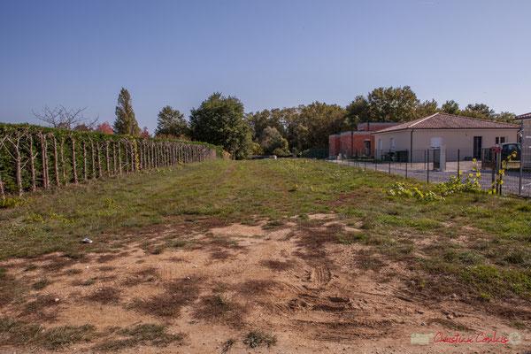 3 Terrain constructible, côté est. Allée du Cloutet, Cénac, Gironde. 16/10/2017