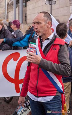 Loïc Prud'Homme, Député de la Gironde, interviewé par Jacques Salomon, TV Bordeaux 33. Manifestation intersyndicale de la Fonction publique, cours d'Albert, Bordeaux. 10/10/2017
