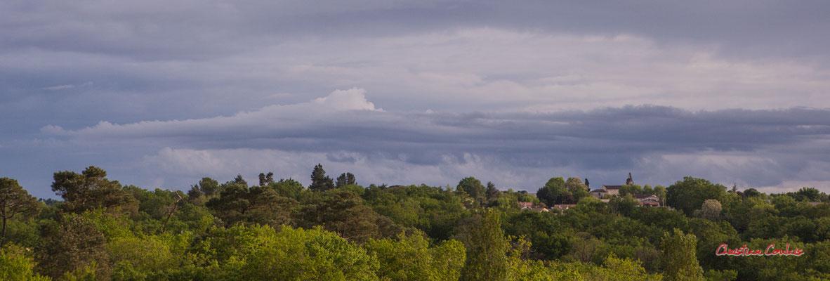 Ciels et nuages, dimanche 19 avril 2020, 19h35, Haut-Bignon, Cénac. Photographie : Christian Coulais / 70mm