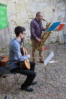 Jérémy Duran, guitare; Francis Henry. saxophone. Intermède musical au vernissage de la Rétrospective photographique JAZZ360 2010-2015