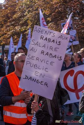 """""""Agents aux rabais, salaire au rabais, service public en danger"""" Manifestation intersyndicale de la Fonction publique, place Gambetta, Bordeaux. 10/10/2017"""