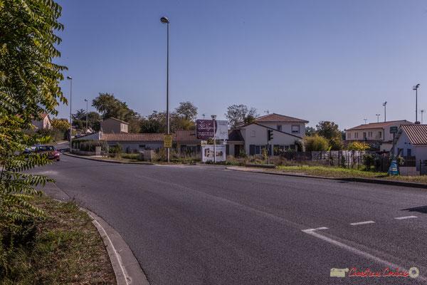 Entré du bourg de Cénac par l'avenue de Bordeaux, Cénac, Gironde. 16/10/2017