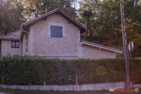 Habitat vernaculaire. Ancienne maison de garde-barrière. Avenue de Latresne, Cénac, Gironde. 16/10/2017