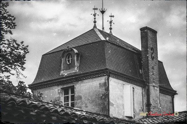 Pavillon central et son toit en ardoises, ajouté vers 1870 par Jacques Mauriac, le grand-père, Domaine de Malagar. Centre François Mauriac, Saint-Maixant. 28/09/2019 Reproduction interdite - Tous droits réservés © Christian Coulais