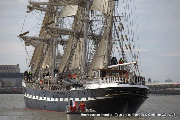 B Le Belem (1896) est le dernier trois-mâts barque français à coque acier, un des plus anciens trois-mâts en Europe en état de navigation et le second plus grand voilier restant en France. Bordeaux, samedi 16 mars 2013