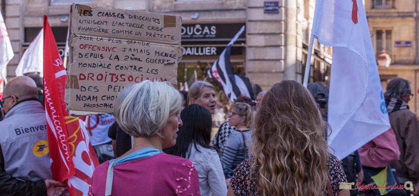 """""""Les classes dirigeantes utilisent l'actuelle crise financière comme prétexte pour la plus grande offensive jamais menée depuis la 2ème guerre mondiale contre les droits sociaux des peuples..."""" Manifestation intersyndicale, Bordeaux. 10/10/2017"""