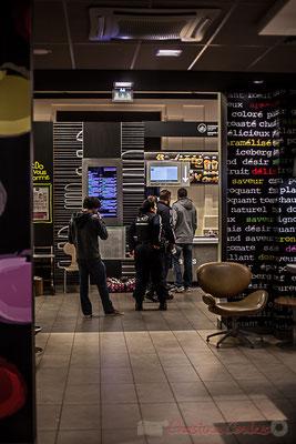 Extérieur nuit, intérieur fasfood/restauration rapide, Gare Saint-Jean, Bordeaux