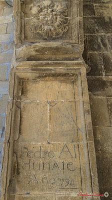 Gravage sur pierre Pedro Al Dunate 1794, Eglise San Pedro / Iglesia de San Pedrro (nave románica del siglo XII), Aibar, Navarra